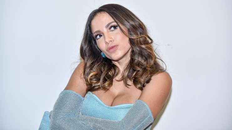 BBWBU0p - Anitta revela 'ficada' com MC Rebecca: 'Só beijo' - VEJA VÍDEO