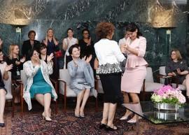 BBWKCNu - 'PÉ DE VALSA': Michelle Bolsonaro tira primeira-dama da África do Sul para dançar - VEJA VÍDEO