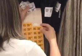 BLACK FRAUDE! Atendente é flagrada etiquetando peças com o mesmo valor – VEJA VÍDEO