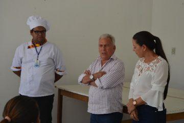 Img0 600x400 1 1 360x240 - Prefeito participa de encerramento de curso de panetone e alimentação alternativa da Secretaria das Mulheres