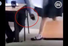 Professor é flagrado filmando por baixo da saia de alunas – VEJA VÍDEO