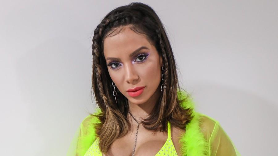 anitta separou look ousado em seu ultimo programa da segunda temporada de anitta entrou no grupo 1568766570323 v2 900x506 - Anitta estampa propaganda do Grammy Latino na Times Square em Nova York
