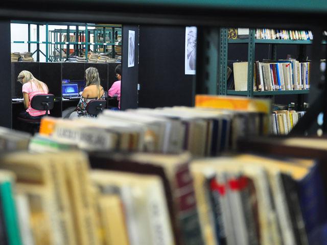 biblioteca publica da funesc foto roberto guedes 44 - Governo do Estado publica edital para contratação de bibliotecários
