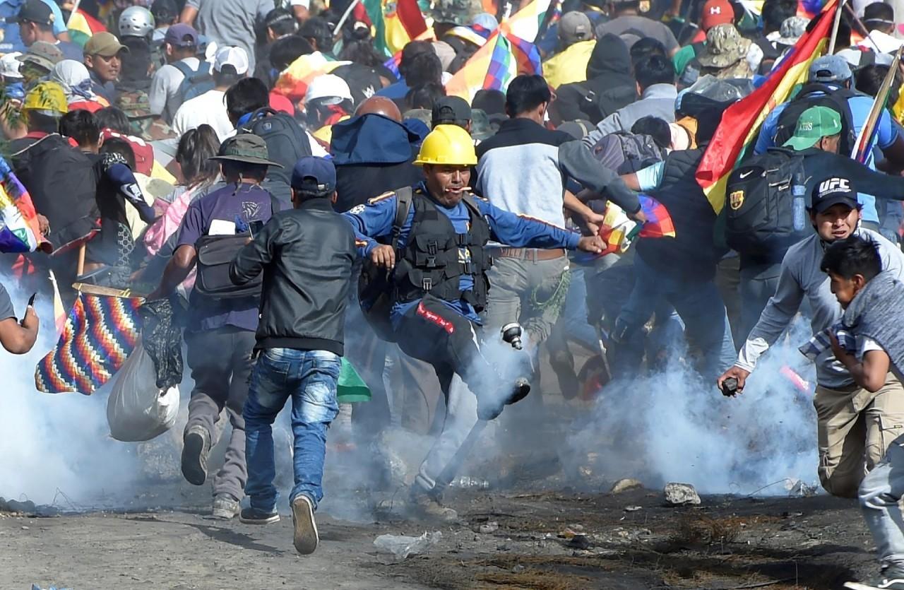"""bolivia 1 - Confrontos deixam 5 mortos e 22 feridos na Bolívia; Evo fala em """"massacre"""" - VEJA VÍDEOS"""