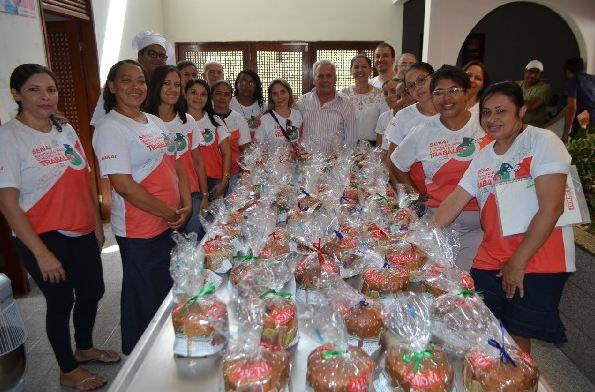 cajazeiras curso panetone - Prefeito participa de encerramento de curso de panetone e alimentação alternativa da Secretaria das Mulheres