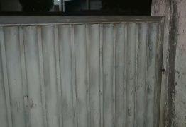 Dupla invade casa e faz família refém no bairro do Bessa