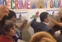 Assessor do PSL provoca manifestantes do movimento negro durante ato em repúdio ao vandalismo racista cometido pelo Coronel Tadeu