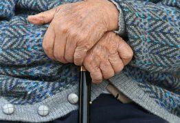 PELA INTERNET: Segundo a polícia, idosos franceses compravam remédios para praticar eutanásia