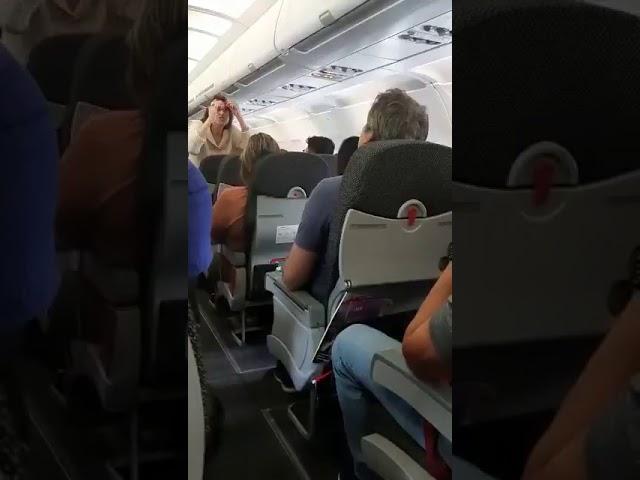 lindbergh farias - 'LADRÃO': Ex-senador paraibano é hostilizado por passageiros dentro de avião - VEJA VÍDEO