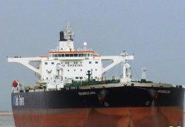 Justiça apura se navio grego com óleo tentou contato com firmas no Brasil