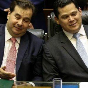 o presidente da camara rodrigo maia dem rj e o presidente do senado davi alcolumbre dem ap 1574437384072 v2 450x450 300x300 - Centrão quer vagas de ministros para apoiar governo, mas Bolsonaro resiste