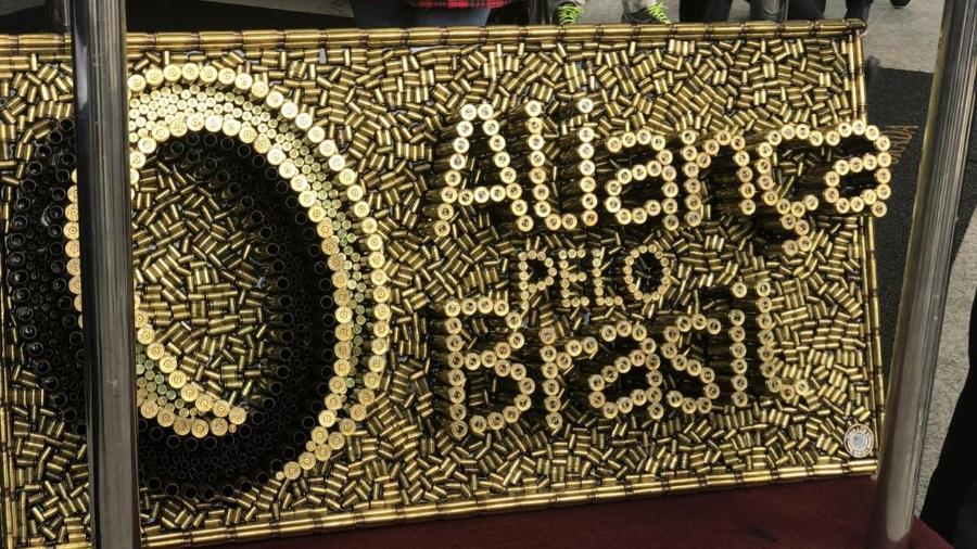 painel escrito alianca pelo brasil formado por cartuchos de bala feito por rodrigo camacho 1574352145028 v2 900x506 - Saiba como funciona a assinatura digital que pode validar partido de Bolsonaro