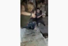 Policial usa skate para agredir mãe e filho – VEJA VÍDEO