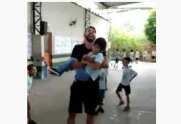 Professor pula corda com aluno cadeirante no colo e vídeo viraliza na web – VEJA VÍDEO
