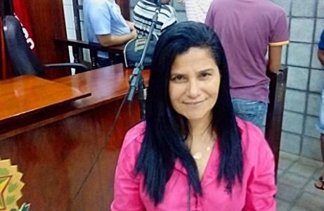 rosa 001 - Vereadora presa durante operação policial passa mal durante audiência de custódia em Santa Rita; VEJA VÍDEO
