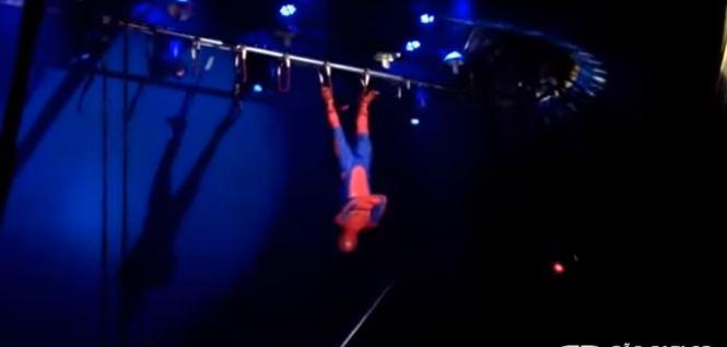 trapezio2 - Trapezista cai de altura de 3 metros durante apresentação de circo - VEJA VÍDEO