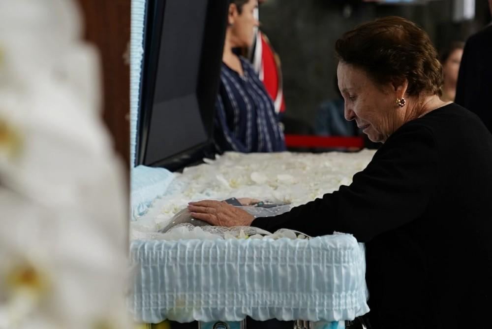 whatsapp image 2019 11 29 at 09.06.58 - Corpo de Gugu Liberato é enterrado sob aplausos e muita emoção