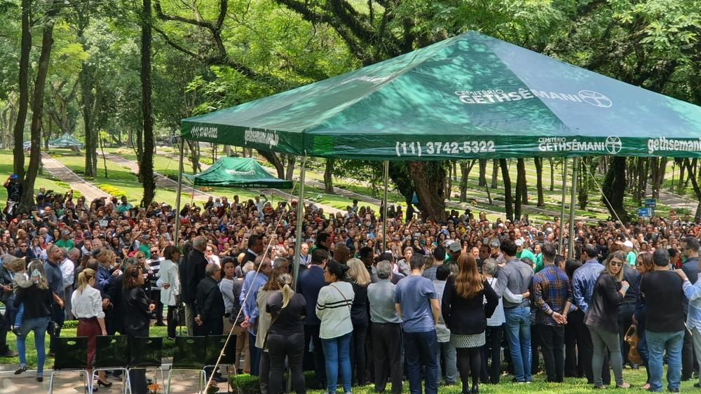 whatsapp image 2019 11 29 at 11.44.28 - Corpo de Gugu Liberato é enterrado sob aplausos e muita emoção
