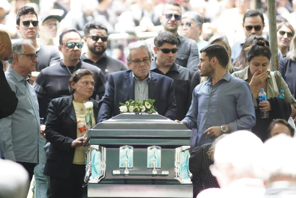 whatsapp image 2019 11 29 at 11.56.24 - Corpo de Gugu Liberato é enterrado sob aplausos e muita emoção