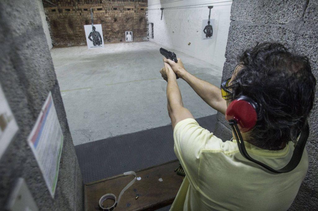 15521767775c84568991711 1552176777 3x2 rt 1024x682 - LICENÇA PARA MATAR: Com Bolsonaro, registros de novas armas aumentam quase 50%