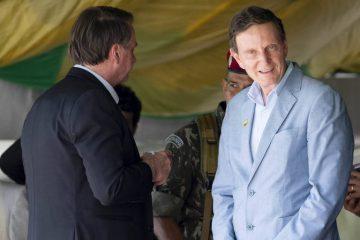 15763496865df52ff6a2d6d 1576349686 3x2 md 360x240 - Bolsonaro diz gostar de Crivella, mas evita declarar apoio a ele para 2020