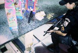 Polícia prende homem com arma falsa após assaltar loja e roubar bonecas
