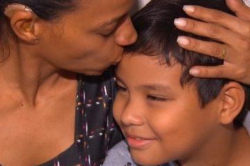 1 menino de 9 anos 14774350 1 360x240 - Menino escreve carta para Papai Noel e consegue cirurgia auditiva para mãe
