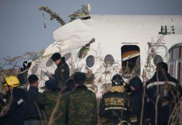 CHOCOU-SE CONTRA UM PRÉDIO: Avião cai no Cazaquistão e mata pelo menos 15 pessoas