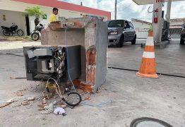 Bandidos utilizam caminhão de lixo para roubar cofre de posto de combustíveis, em João Pessoa