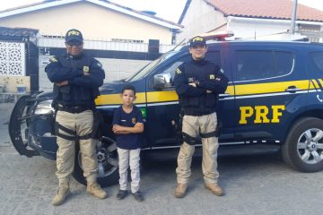 2d152ec5 d619 40c4 b6bb b530768796b7 360x240 - SURPRESA: Na Paraíba, menino realiza sonho de ter a PRF em aniversário de 8 anos