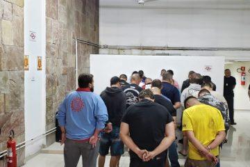 40 pesssoas foram detidas 360x240 - Churrasco com carne de cachorro e rinha: polícia resgata animais e prende militar suspeito pelo crime - IMAGENS FORTES