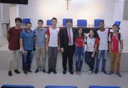 Eduardo recebe na ALPB estudantes que desenvolveram aplicativo para incentivar turismo na Paraíba
