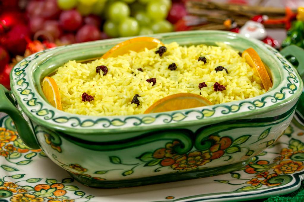 Arroz com laranja e passas - Uva Passa, de vilã a fiel aliada: conheça os benefícios da fruta mais falada nos festejos de fim de ano