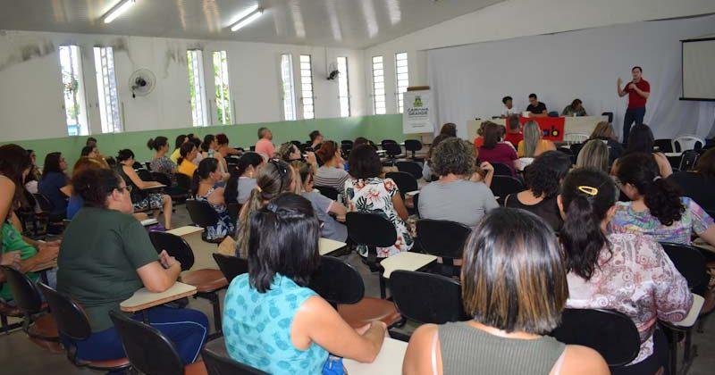 Servidores de educação de Campina Grande aprovam indicativo de greve para 2020