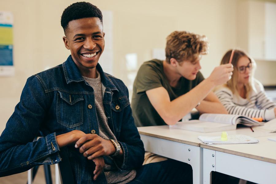 FOTO 3 - Estudantes bolsistas apresentam melhores notas acadêmicas, aponta estudo