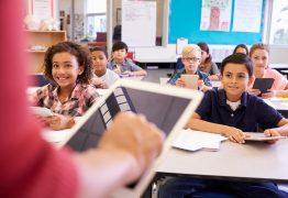Matricular filhos na escola está cada vez mais caro