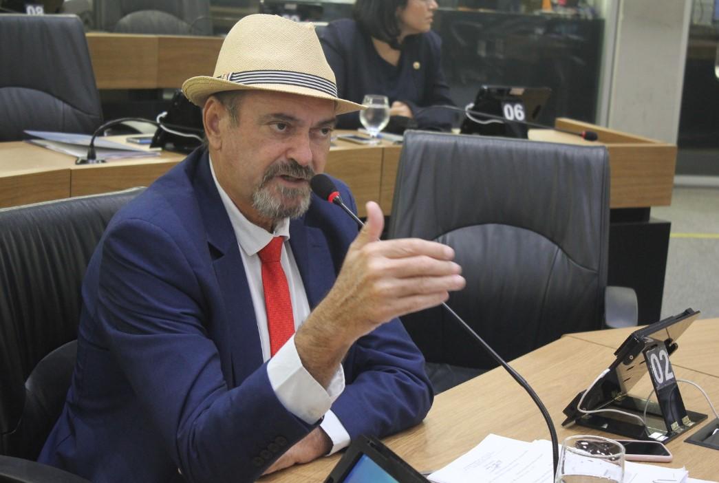 Jeová Campos defendeu os dois PLs que foram aprovados por unanimidade - 'Ricardo é um homem simples do povo que paga uma conta, assim como Lula pagou', diz Jeová Campos sobre prisão - OUÇA