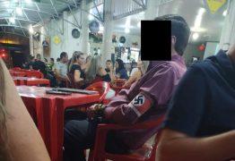 Homem é flagrado com faixa de símbolo nazista em bar – VEJA VÍDEO