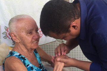ANIVERSÁRIO DA SÃO RAFAEL: Nilvan Ferreira faz ação de pré camanha em comunidade