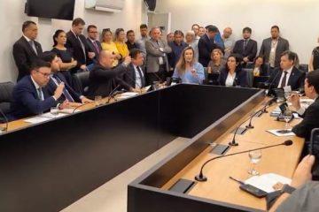 WhatsApp Image 2019 12 11 at 10.30.00 671x375 360x240 - REFORMA DA PREVIDÊNCIA: oposição e situação não se entendem e sessão na CCJ acaba em desentendimentos, na ALPB