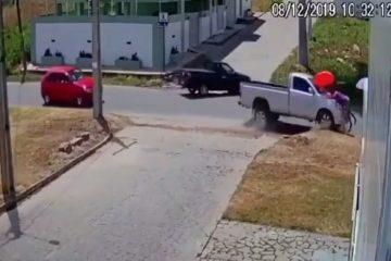 Câmeras de segurança registra momento em que mulher é atropelada na Paraíba