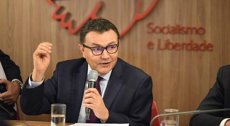 carlos siqueira 748x410 - Presidente do PSB diz que parlamentares paraibanos que saírem do partido podem perder mandatos