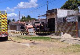 Incêndio causa desabamento de telhado de casa na Capital e morte de criança
