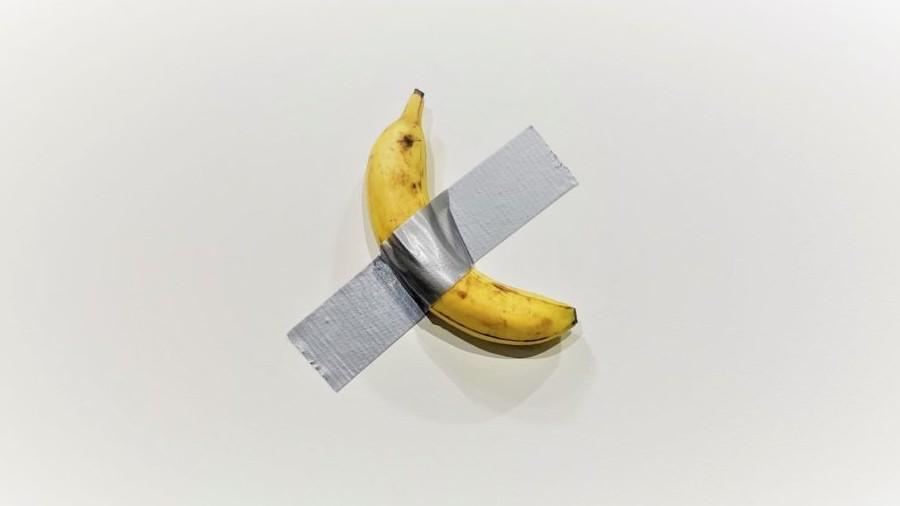 Obra de banana com fita adesiva é vendida por R$ 500 mil em feira nos EUA