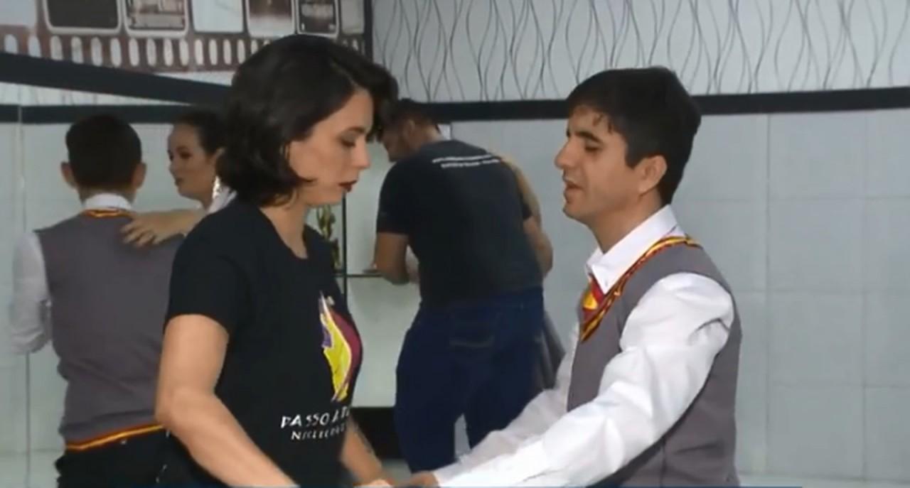 dancarino cego - 'A DANÇA É PARA TODOS': Professora adapta aulas de dança para aluno cego em Campina Grande