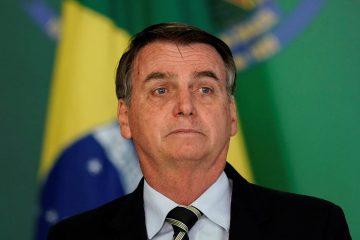 eleitores pulam barco bolsonaro 360x240 - Bolsonaro diz que governo honra militares e respeita o povo