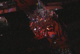 Familiares e amigos fazem protesto contra morte de nove pessoas em baile funk
