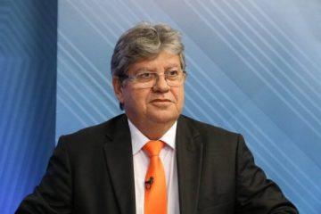 João Azevêdo entrega reforma de escolas em João Pessoa e autoriza obras em Pocinhos
