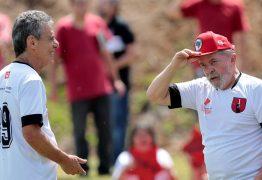 Lula jogará futebol com Chico Buarque em campo do MST
