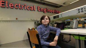 mENINO 300x169 - Pais tiram criança de universidade após se negarem de formá-lo engenheiro antes dos 10 anos